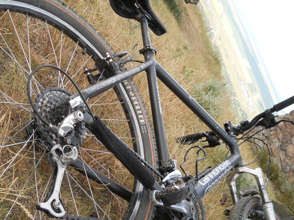 """Bicicleta de pe care s-au realizat majoritatea filmuletelor """"Aventuri pe bicicleta"""", asa arata in iunie 2012."""