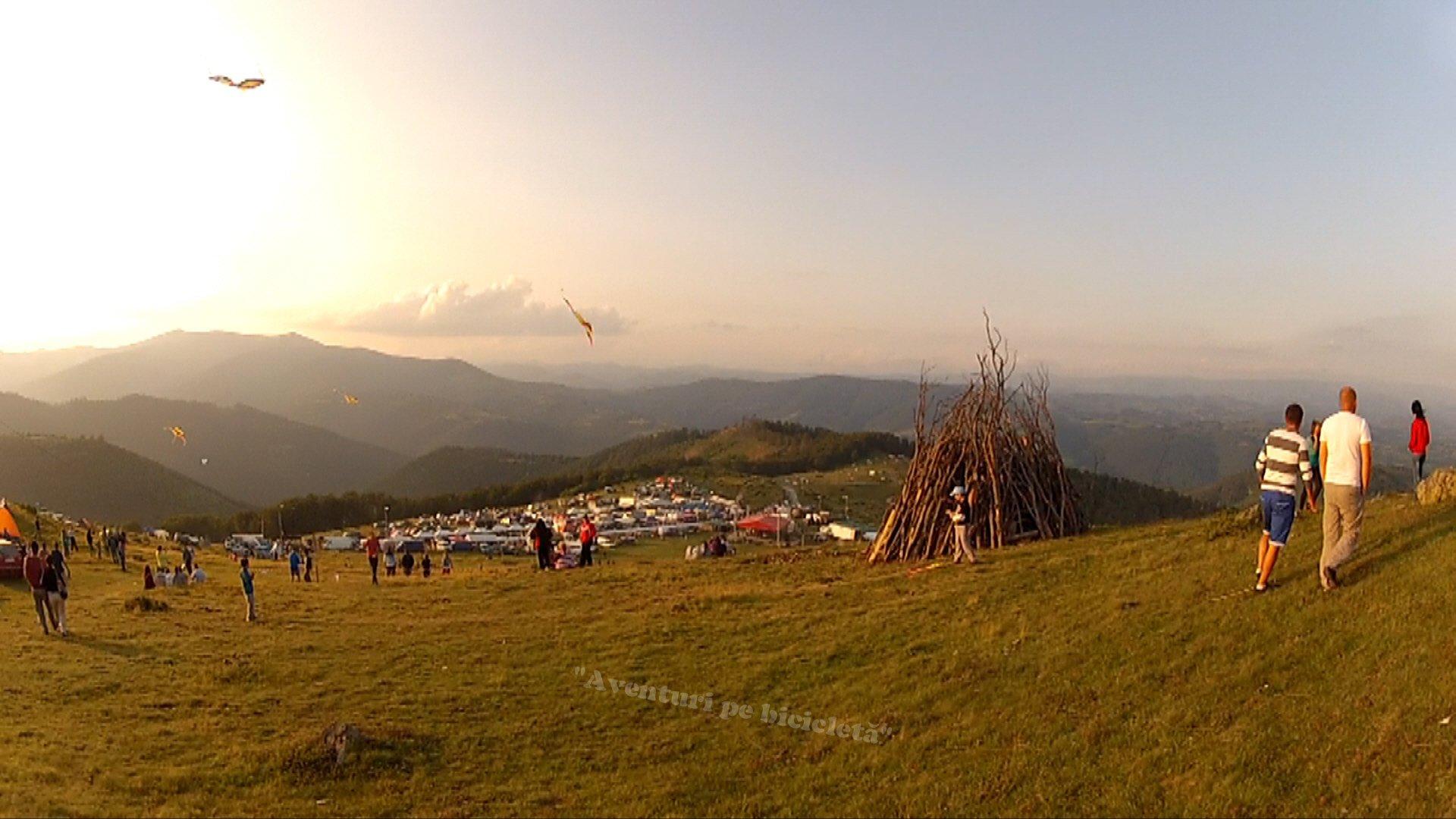 """GAINĂREALĂ – Excursie cu bicicleta pe Muntele Gaina la """"Târgul de fete"""" 2013"""